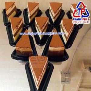Hộp nhựa tam giác A03 đế đen - Hộp đựng bánh kem chia nhỏ tam giác A03